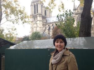 Skirting the Grand Dame on my way to Laurent's childhood neighborhood.